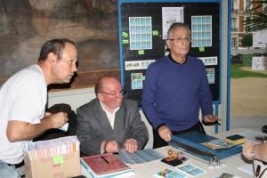 Le stand AFE-AEC avec Pascal HOUE, Michel BEZARD et Juan-Jose ARA-SOMOHANO